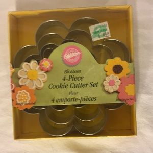 Free w/ purchase 4 piece cookie cutter set